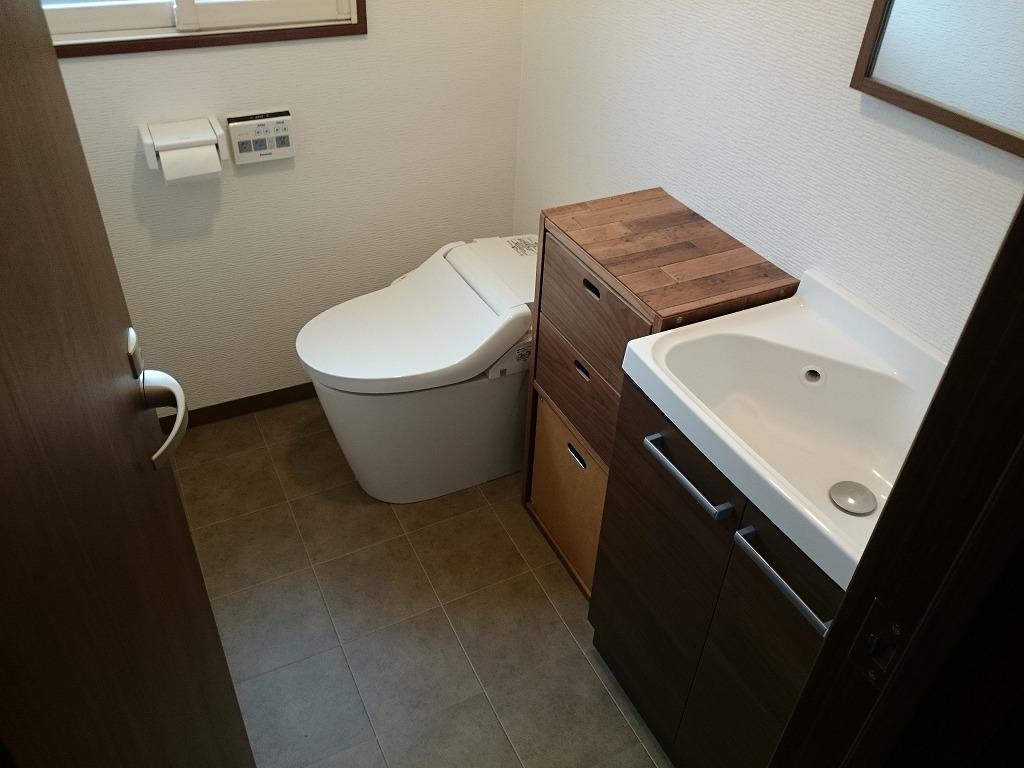 リフォーム 1階トイレ、便器・手洗い・フロアー・クロス・照明まで変更